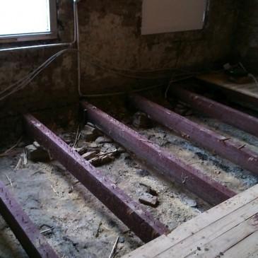 Slopen houten vloer huiskamer